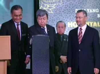 Sultan Selangor Sultan Sharafuddin Idris Shah pada gimik perasmian Hospital Pakar KPJ Selangor hari ini. - Foto Bernama