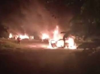 Antara kenderaan yang dilapor terbakar dalam pergaduhan di kuil awal pagi tadi.