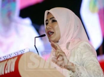 Zahida berucap di Perhimpunan Agung Pergerakan Puteri Umno 2018 di PWTC. - Foto Sinar Harian oleh SHARIFUDIN ABDUL RAHIM