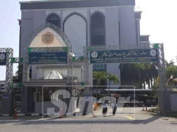 Tertuduh mengaku bersalah di Mahkamah Rendah Syariah Kuala Terengganu, hari ini.