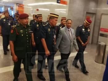 Sultan Kedah, Sultan Sallehuddin Ibni Almarhum Sultan Badlishah tiba kira-kira jam 12 tengah hari tadi.