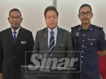 Abd Rahim (tengah) bersama pegawai pengurusan tertinggi MPT selepas sidang mesyuarat bulan penuh ahli majlis MPT, hari ini.