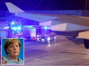 Pesawat tersebut selamat mendarat di Lapangan Terbang Cologne. Gambar kecil: Angela Merkel