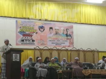 Nik Mohamad Abduh pada Ceramah Roadshow Bantah ICERD di Dewan Majlis Daerah Machang, di sini, tadi.