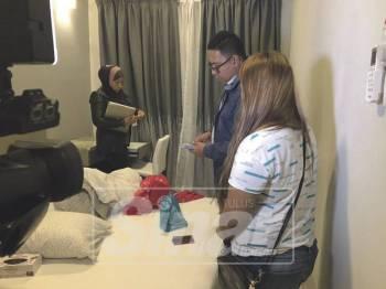 Serbuan dilakukan oleh sepasukan pegawai dan anggota Bahagian Anti Maksiat, Perjudian dan Kongsi Gelap (D7) Ibu Pejabat Polis Kontinjen (IPK) Kelantan bermula jam 7.30 malam, semalam.