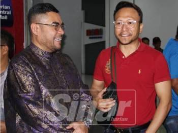 Mujahid bersama Shaheizy Sam pada tayangan khas filem Polis Evo 2 di  Pasaraya Mydin Parit Buntar, hari ini.