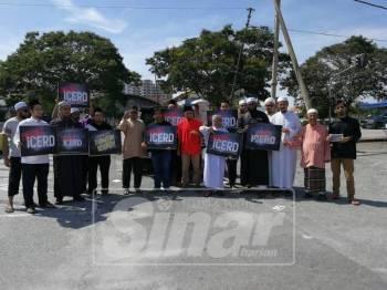 Himpunan atau Flashmob Suara Solidariti Bantah ICERD ini diadakan di hadapan Masjid Daerah Seberang Perai Utara di sini.