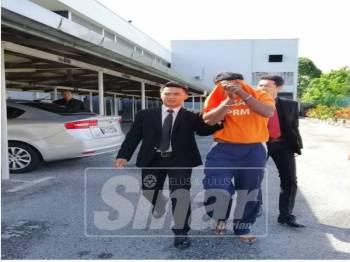 Anggota polis berpangkat asisten superintendan ditahan reman selama tiga hari bagi membantu siasatan kes rasuah di Mahkamah Majistret Ipoh, hari ini.