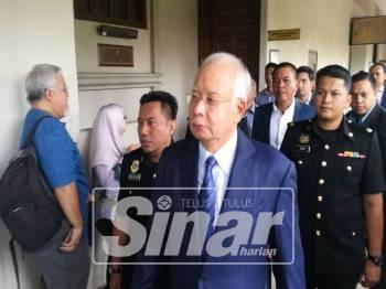 Bekas Perdana Menteri, Datuk Seri Najib Tun Razak tiba di Mahkamah Sesyen Kuala Lumpur jam 8.20 pagi untuk menghadapi pertuduhan bersama bekas Presiden dan Ketua Pegawai Eksekutif 1Malaysia Development Bhd (1MDB), Arul Kanda Kandasamy.