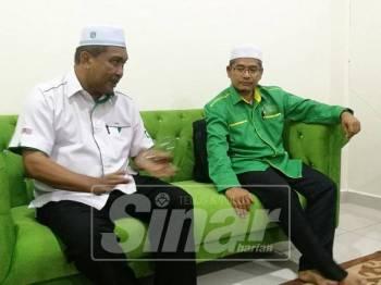 Takiyuddin (kiri) mengadakan sidang media, selepas Munaqasyah Ucapan Dasar Presiden, di Kompleks Pas Kedah, di sini, petang tadi.