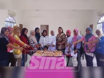 Peserta yang mengikuti kelas Roti Viral di Balai Raya PVATM Simpang Renggam.