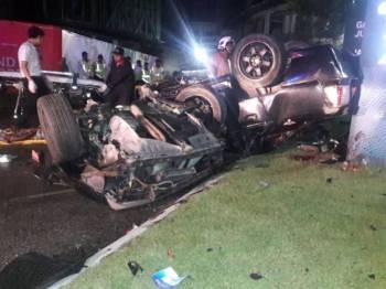 Keadaan kereta yang terbabit dalam nahas awal pagi tadi. - Foto ihsan Bomba Johor