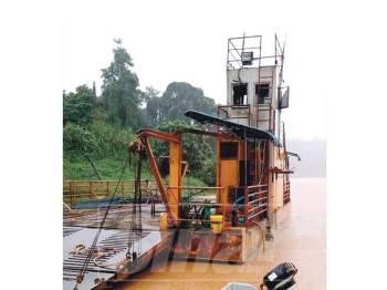 Jeti tenggelam menyebabkan feri ke Pasir Kelang tidak dapat beroperasi.