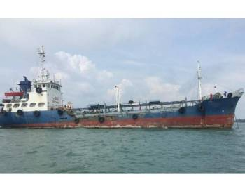 Kapal tangki yang ditahan Maritim Malaysia.