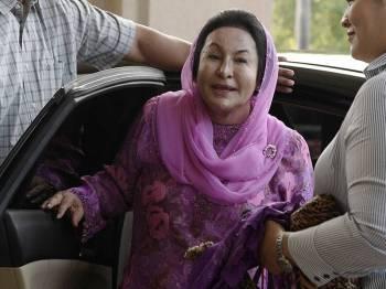 Isteri bekas Perdana Menteri Datin Seri Rosmah Mansor ketika hadir ke Kompleks Mahkamah Jalan Duta bagi mendengar sebutan semula kesnya berhubung 17 pertuduhan membabitkan pengubahan wang haram berjumlah lebih RM7 juta dan gagal mengemukakan penyata pendapatan kepada Lembaga Hasil Dalam Negeri (LHDN). - Foto Bernama
