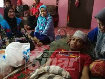 Mohd Dorawee menerima kunjungan Wanita PKR diketuai Nik Hamnah Mamat,di Manek Urai.