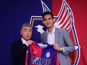 Hadi sah sertai Kelab Divisyen 2, Liga Bola Sepak Profesional Jepun (JLeague), Fagiano Okayama untuk tempoh satu tahun. - Foto Twitter Bernama
