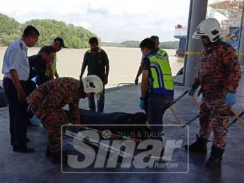 Mayat seorang remaja lelaki yang ditemui terapung di perairan Tanjung Dahan, Kuala Linggi, Alor Gajah.