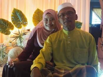 Mohd Radzi bersama Nurul Najihah pada majlis pertunangan Mac lalu.