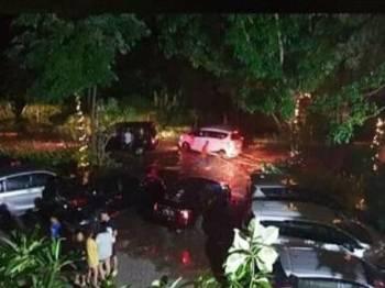 Keadaan jalan dinaiki air susulan tsunami yang melanda Selat Sunda.- Foto abc.news