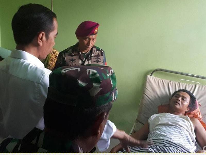 Jokowi bertemu mangsa di Labuan, Kabupaten Pandeglang, pasca tsunami. - Foto Andhika-detikcom