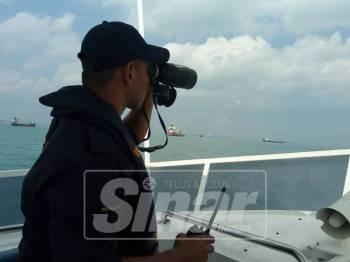 Aset laut yang digerakkan untuk mengesan seorang lagi mangsa kapal karam tersebut.