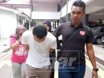 Bomoh wanita dari Sarawak bersama teman lelakinya didakwa memukul seorang wanita di Machang dua minggu lalu.