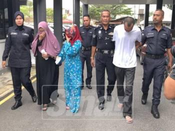 Tertuduh dibawa keluar dari Mahkamah Sesyen Kota Bharu
