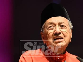 Dr Mahathir ketika ucapan penggulungan sempena hari terakhir Perhimpunan Agung Tahunan Bersatu Kali-2 di Pusat Konvensyen Antarabangsa Putrajaya,di sini, hari ini. - Foto Sinar Harian/SHARIFUDIN ABDUL RAHIM