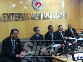 Dr Dzulkefly Ahmad (tengah) berkata demikian ketika sidang media di bangunan KKM, hari ini.