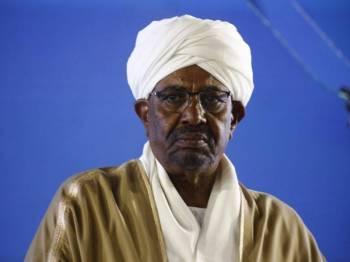 Rakyat Sudan mendesak peletakan jawatan Presiden Omar al-Bashir susulan krisis ekonomi. - Foto AFP