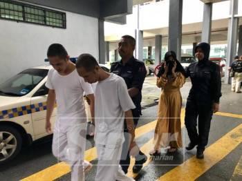 Bungsak, A-Noosara dan Santee dibawa keluar dari mahkamah selepas dijatuhi hukuman oleh Mahkamah Sesyen Kota Bharu, hari ini.
