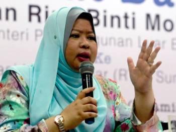 Menteri Pembangunan Luar Bandar, Datuk Seri Rina Mohd Harun