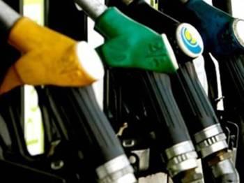 Berkuatkuasa mulai tengah malam ini, harga runcit bagi minyak petrol dan diesel diturunkan.