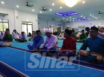 Reezal bersama Khaliq ketika hadir dalam Majlis Pengisytiharan Solat Pertama Masjid Baru Padang Benggali.