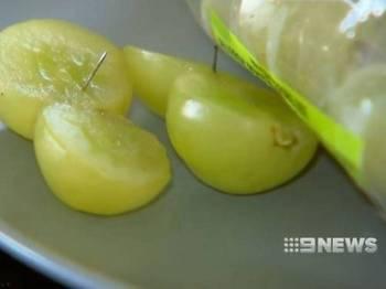 Jarum ditemui dalam anggur yang dibeli dari sebuah pasar raya di Melbourne. - Foto 9News