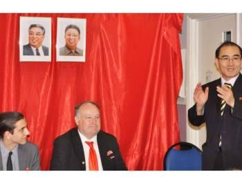 Yong-ho (kanan) pernah berkhidmat sebagai bekas timbalan duta Pyongyang ke Britain sebelum berpaling tadah kepada Seoul pada 2016.