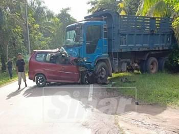 Keadaan kereta mangsa yang bertembung dengan lori.