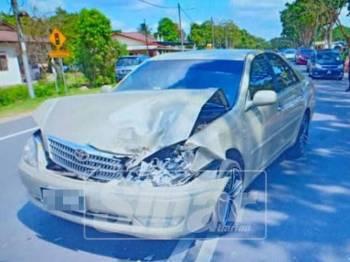 Salah sebuah kenderaan yang terlibat dalam kemalangan di Jalan Jasin-Bemban, semalam.