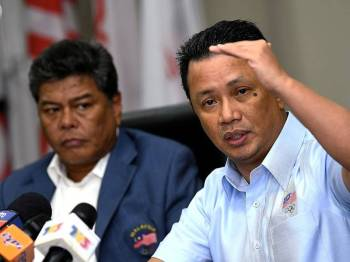 Presiden Majlis Olimpik Malaysia Datuk Seri Mohamad Norza Zakaria (kanan) pada sidang media selepas mempengerusikan Mesyuarat Lembaga Eksekutif OCM ke-9 di Wisma OCM hari ini. - Foto Bernama