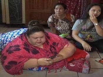 Titi Wati, seorang suri rumah dari Palangka Raya mempunyai berat badan mencecah 350 kg. - Foto iNews id