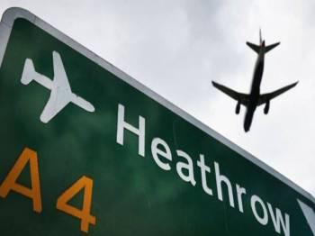 Penerbangan dari Lapangan Terbang Antarabangsa Heathrow dihentikan sementara akibat dron. - Foto CNBC