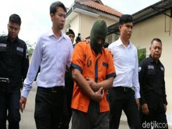 Hasanudin (tengah) diberkas polis.