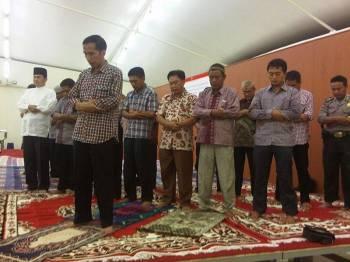 Jokowi pernah dikritik kerana didakwa tidak lancar membaca surah al-Fatihah semasa memimpin solat pada Pilpres 2014.