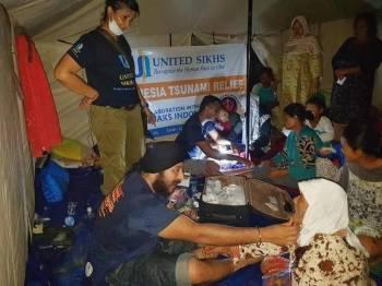 United Sikhs Malaysia memberi bantuan perubatan awal kepada mangsa banjir di beberapa pos yang menempatkan penduduk di sekitar Banten, Indoensia. - Foto United Sikhs