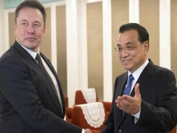 Musk ketika bertemu Keqiang di Beijing.- Foto AFP