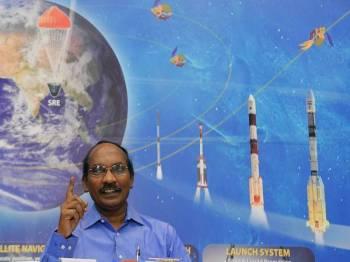 Ketua Isro, K Sivan berkata India bakal menghantar angkasawan pertamanya ke angkasa lepas pada penghujung 2021. - AFP