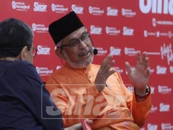 Khalid ketika bercakap dalam program Bicara Minda, semalam. - Foto Sinar Harian/ASRIL ASWANDI SHUKOR.