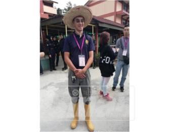 Seng Yee ketika dietmui selepas selesai proses penamaan calon PRK Cameron Highlands di SMK Sultan Ahmad Shah, Tanah Rata, hari ini.