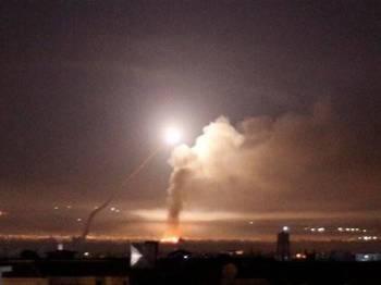 Sistem pertahanan udara Syria berjaya meimtas misil Israel.